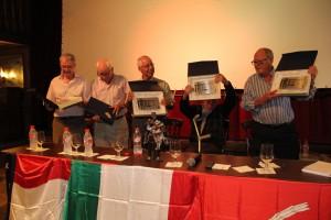 Los carpinteros de MiniHollywood recogen su placa conmemorativa. Fotografía de Ana Belén Robles
