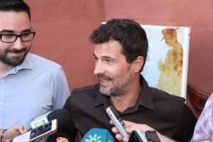 Rodolfo Sancho atendiendo a los medios. Fotografía de Ana Belén Robles