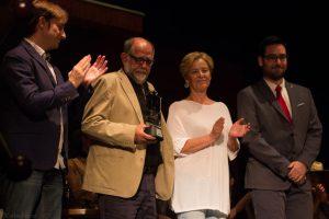 """Reyes Abades recibiendo el premio """"Desierto de Tabernas"""". Fotografía de Carlos Freire"""