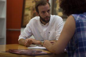 Guillermo Fernández de Oliveira durante nuestra entrevista en Almería Western Film Festival. Fotografía de Carlos Freire