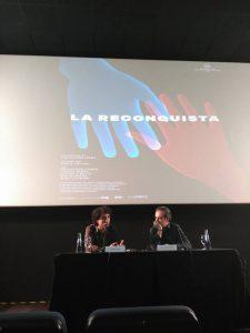 Jonás Trueba y Juan Antonio Vigar durante la rueda de prensa en Cine Albéniz