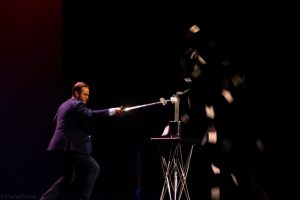 """Jorge Blass durante su actuación en """"El arte de la magia"""". Fotografía de Carlos Freire"""