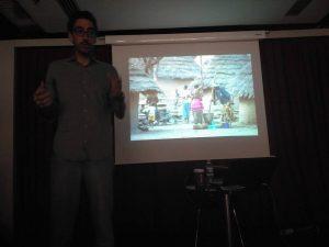 """Felipe Passolas durante su presentación de """"Nómada"""" en Fnac Málaga"""