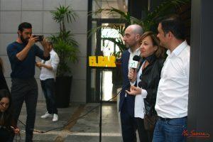 Mario Casas fotografiando a Jaime Ordoñez, Carmen Machi y Secun de la Rosa. Fotografía de Mai Serrano