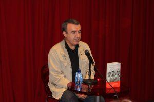 """Lorenzo Manuel Silva presenta """"Recordarán tu nombre"""" en el fórum de Fnac Málaga. Fotografía de Víctor Almazán"""