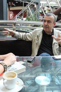 Lorenzo Silva durante nuestra entrevista. Fotografía de Víctor Almazán