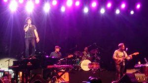 Jamie Cullum en un momento del concierto celebrado anoche en el Castillo Sohail de Fuengirola. Fotografía de Dani Aguilar.