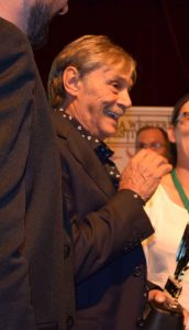 """Alberto De´ll Acqua emocionado con su premio """"Tabernas de Cine"""". Fotografía de Javi Sánchez"""