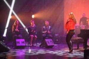 María Toledo bailando uno de sus temas