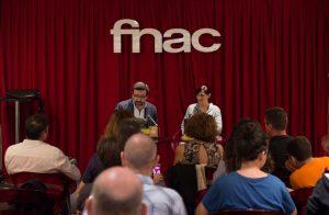"""Público asistente a la presentación de """"Las voces de Carol"""" en Fnac Málaga. Fotografía de Carlos Freire."""