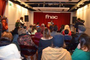Público en el fórum de Fnac Málaga durante el acústico y firma de discos de Funambulista.