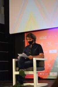 Álvaro Brechner, presidente del jurado de la Sección Oficial, lee el palmarés en Cine Albéniz.