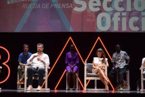 """Parte del reparto de """"Black Beach"""" durante la rueda de prensa en Teatro Cervantes."""