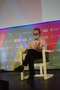 Juan Antonio Vigar, director del Festival de Cine Español de Málaga despidiendo esta edición en Cine Albéniz
